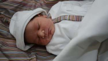 أول ولادة باستخدام البويضات المجمدة بمرحلة الطفولة