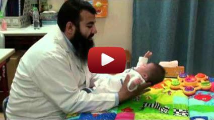 بالفيديو: تدريبات لتنمية قدرات طفل متلازمة داون