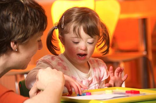 كيف تعلم طفلك المعاق عقليا القراءة