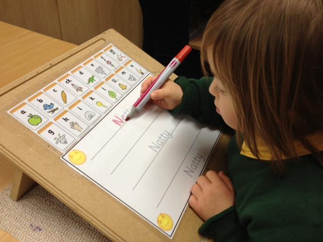 كيفية تعليم الكتابة لأطفال متلازمة داون